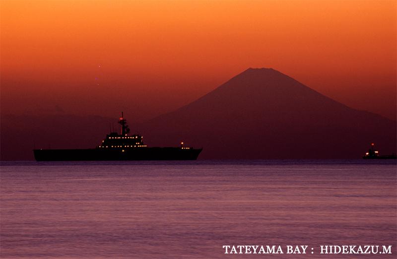 館山湾から望む富士山。LAC 代表 村山秀一撮影